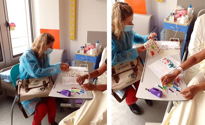 Deux photos d'une intervention individuelle à l'hôpital Necker, avec une médiatrice du Musée et une jeune patiente alitée.